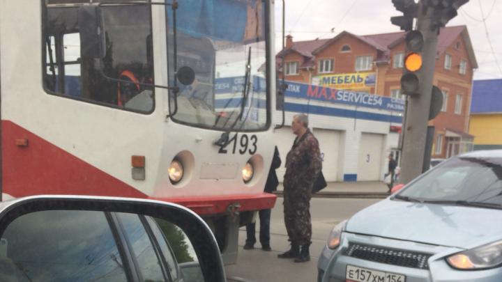 Коллапс на оживлённом перекрёстке в Ленинском районе — там второй день не работает светофор