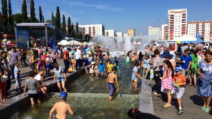 Во время «Молочного» фестиваля уфимцы полезли в главный фонтан города
