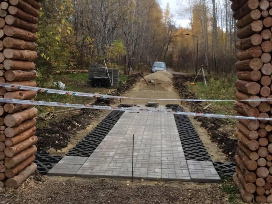 Экспериментальная пешеходная дорожка из полимерно-композитной брусчатки появится возле игровой площадки
