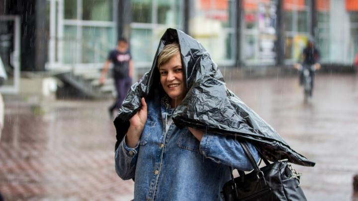 Новосибирск снова затопило дождём: под воду ушли Ипподромская и Красный проспект