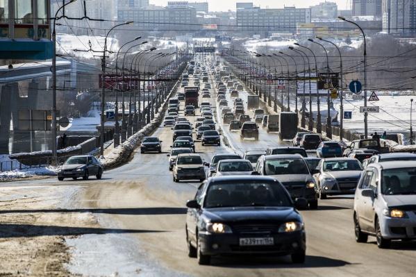 Пробка на Коммунальном мосту сподвигла новосибирцев на забавную шутку
