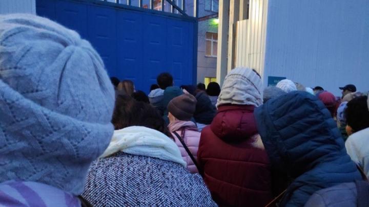 На заводе в Железногорске мужчина грозился подорвать себя после потасовки с охранниками