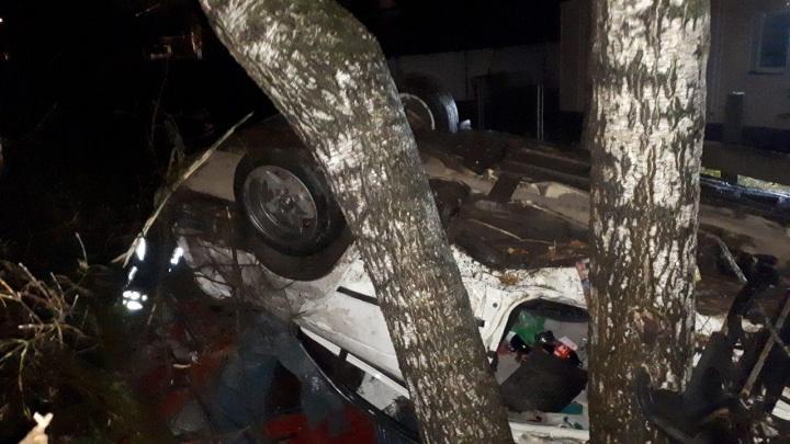 Слетел в кювет на припаркованные авто: четыре человека пострадали в ДТП на Бору