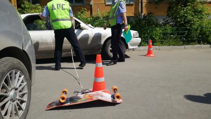 В одном из ДТП пострадала девочка, которая выехала на дорогу, сидя на скейте