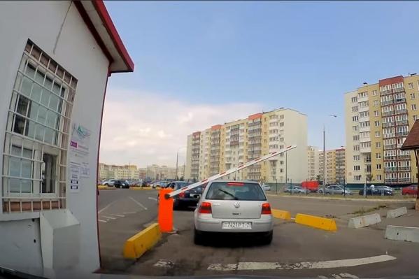Шлагбаумы на парковках иногда опускаются и поднимаются непредсказуемо