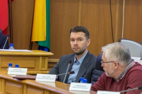 Алексей Вихарев голосует против переезда гордумы в новое здание