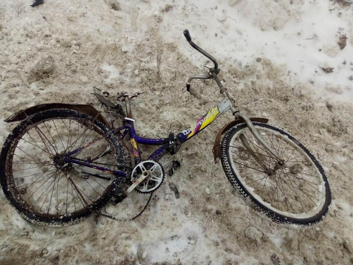 Велосипед 60-летнего мужчины, на котором он попал под колеса автомобиля