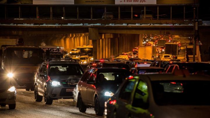 «Лучше хорошо идти, чем так плохо ехать»: город сковали 10-балльные пробки