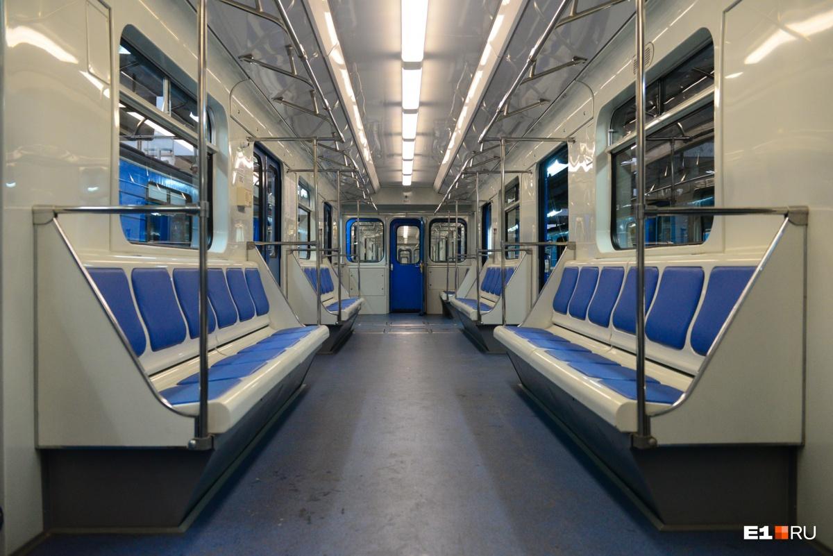 Обновленный интерьер: в вагонах установили новые сиденья и обшивку стен
