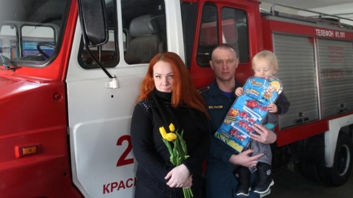Девушка вытащила из горящего дома в «Черемушках» семью и получила медаль