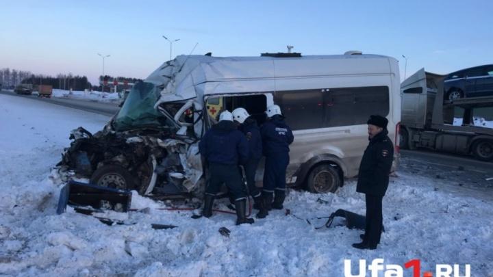 Автобус с пассажирами из Уфы попал в ДТП в Татарстане: двое погибли, еще шесть пострадали