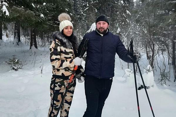 Иван и его девушка не бросили пострадавшую, а стали помогать ей