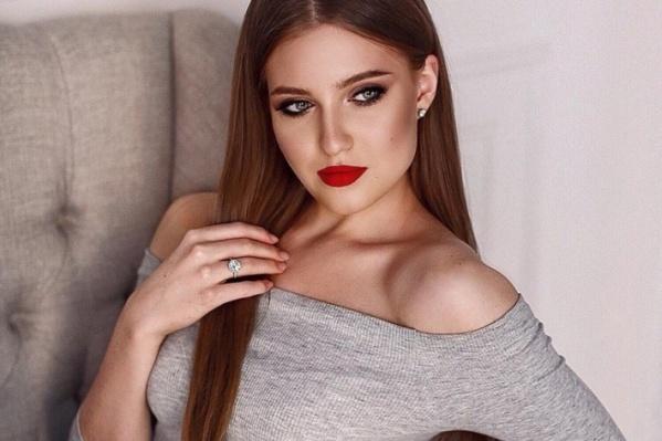 Кристина Баринова — оперная певица. У неё есть аллергия на шерсть, но при этом в ее квартире живут сразу две кошки. Что еще интересного о себе рассказала модель?