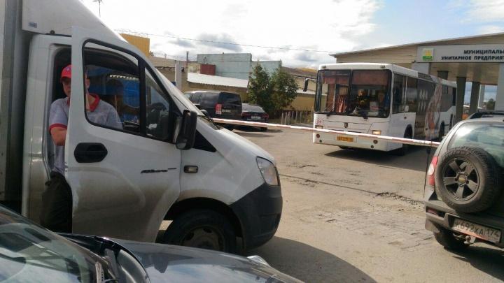 Осторожно, двери закрываются: неразбериха в главном автопредприятии Челябинска едва не сорвала рейсы
