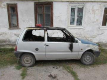 Подожгла автомобиль из-за обиды: в Жигулевске женщину отправили под суд за месть соседке
