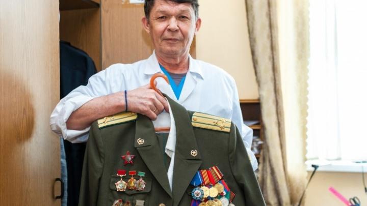 Челябинский хирург работал в полевом госпитале в Афгане, а теперь помогает неизлечимо больным