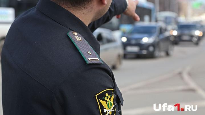 В аэропорту Уфа задержали зарубежного бизнесмена, задолжавшего сыну 3 миллиона рублей