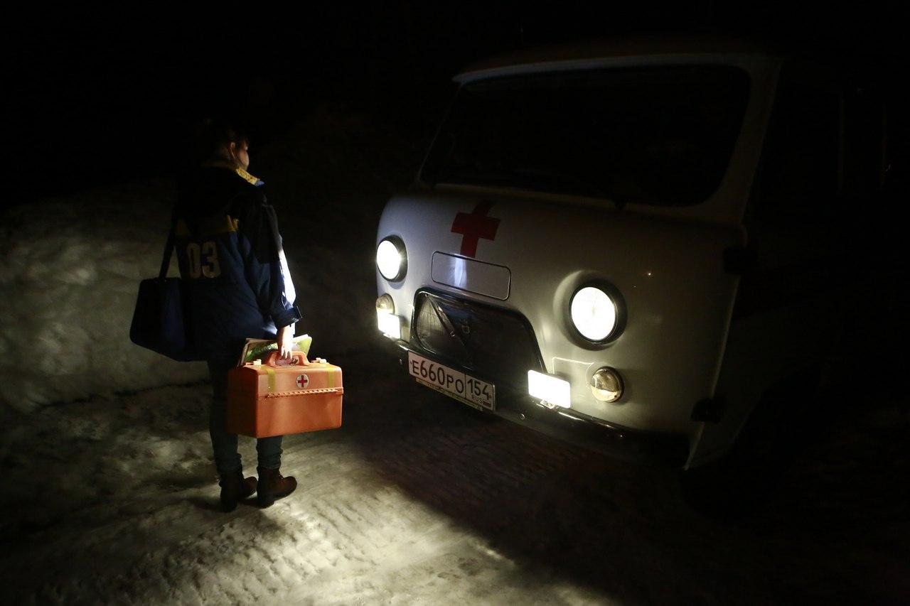 Фельдшер скорой помощи Тогучинской ЦРБ Надежда Останина на выезде в село Карпысак