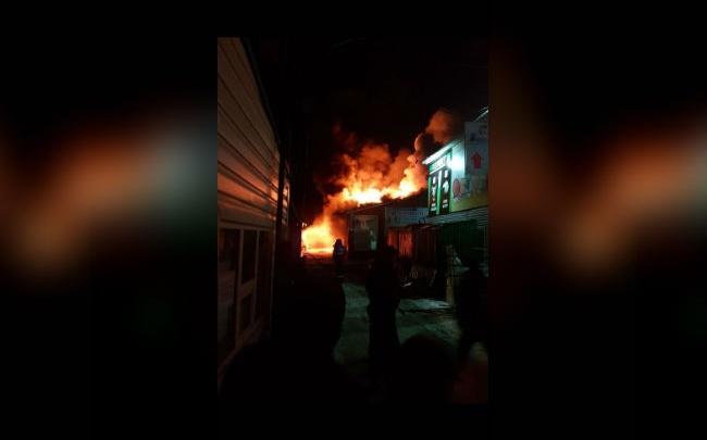 Пожарные назвали причину возгорания на рынке в Нефтекамске