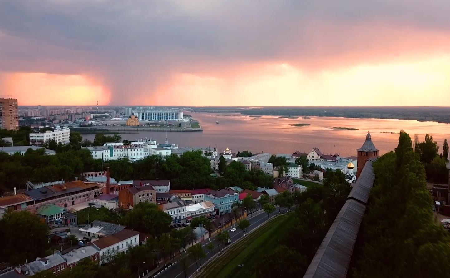 Видео дня. Нежный закат в Нижнем Новгороде перед дождём
