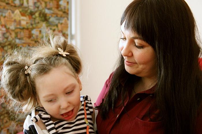 Когда Кристине было меньше месяца, она заболела и получила неизлечимое осложнение на мозг