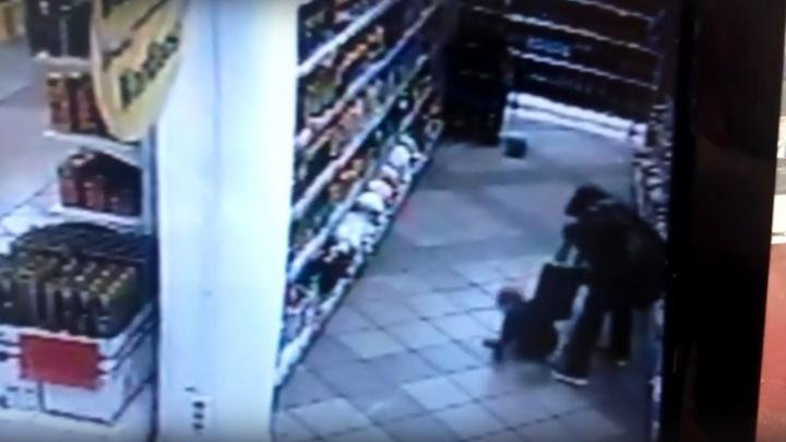 Жительница Уфы избила в супермаркете ребенка