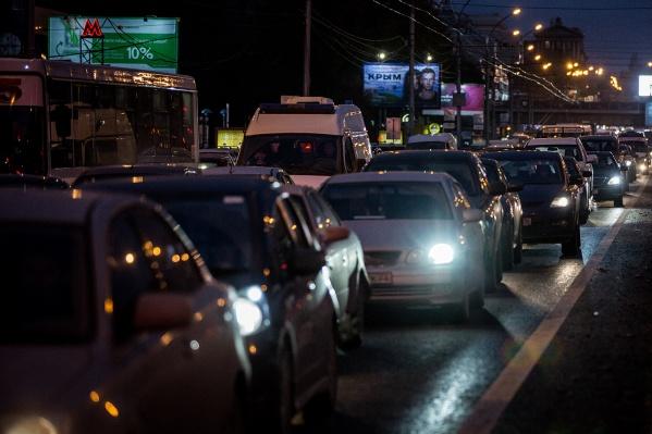 Заторы сковали улицы Объединения и Богдана Хмельницкого
