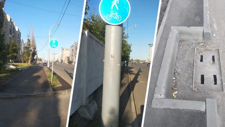 «Зачехлим знаки, чтобы не смешить людей»: омский дептранспорта ликвидирует убойную велодорожку
