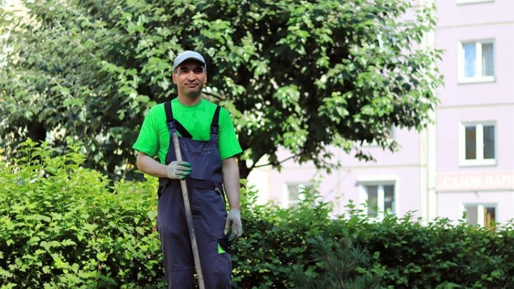 Лучший дворник Центрального района работает в ТСЖ микрорайона «Покровский»