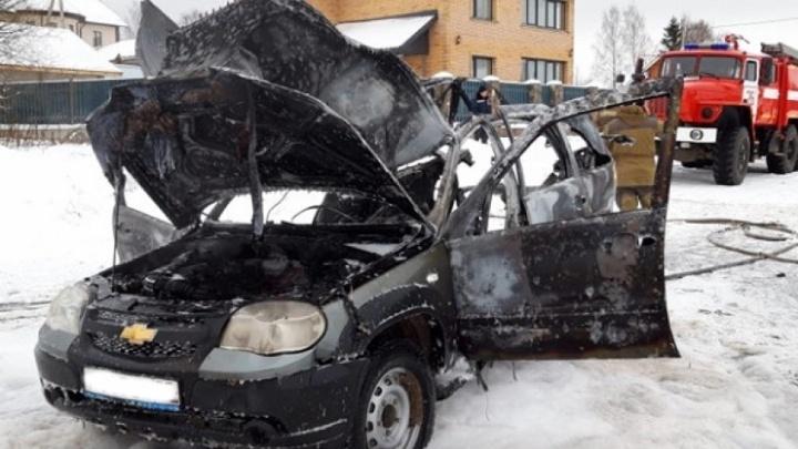 Подвел газовый баллон: в Вельске при пожаре в «Шевроле-Ниве» три человека получили ожоги