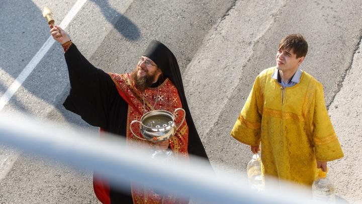 «Пойдем с Бессмертным полком»: в Волгограде отменили крестный ход на 9 мая