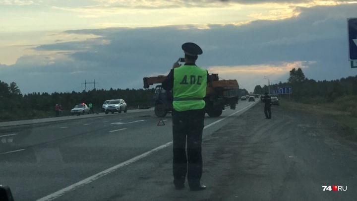 На трассе М-5 под Челябинском мотоциклист погиб в аварии с автокраном