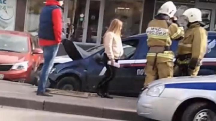В Ростове «Ленд-Крузер» перестроился в машину «Почты России». Пострадали шесть автомобилей