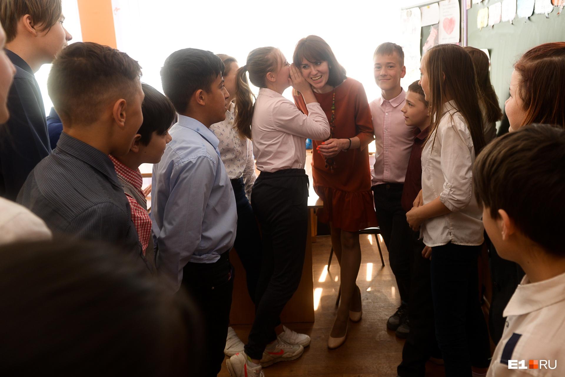 По мнению учителя, нынешние подростки немного несобранные, зато они не боятся взрослых и умеют отстаивать свое мнение