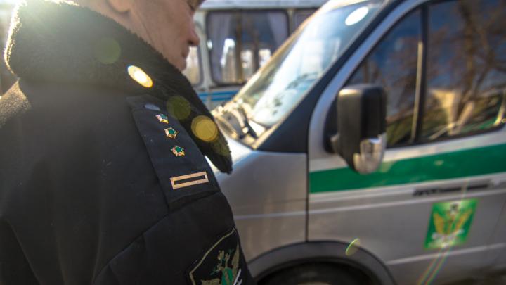 Приставы арестовали у жителя Самарской области Mazda за долги