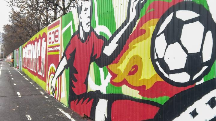 Рекорд России: фанаты «Уфы» нарисовали граффити длиной в 3 футбольных поля