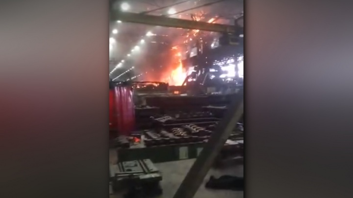 На Чусовском металлургическом заводе произошел пожар. Видео