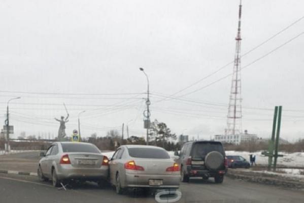 Каждый день на перекрестке бьются машины, последнее ДТП случилось 21 января