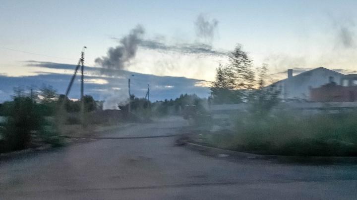 «Этой вонью дышат все жители»: березниковцы жалуются на сжигание мусора от формальдегидных домов