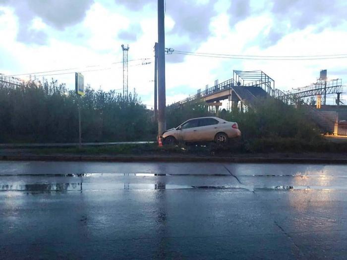 ДТП случилось вечером возле моста через железнодорожные пути