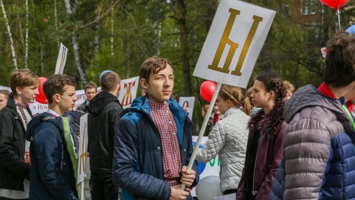 За Кирилла и Мефодия: тысяча жителей Академгородка вышла на Ильича ради грамотности и культурности