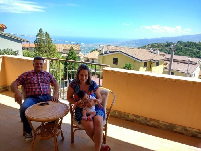 Елена Котова и её муж-итальянец Грегорио хотят, чтобы первый сын сибирячки Роберт жил с ними