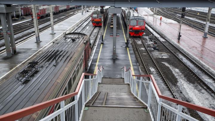 Четыре десятка электричек поменяют расписание из-за ремонта железной дороги