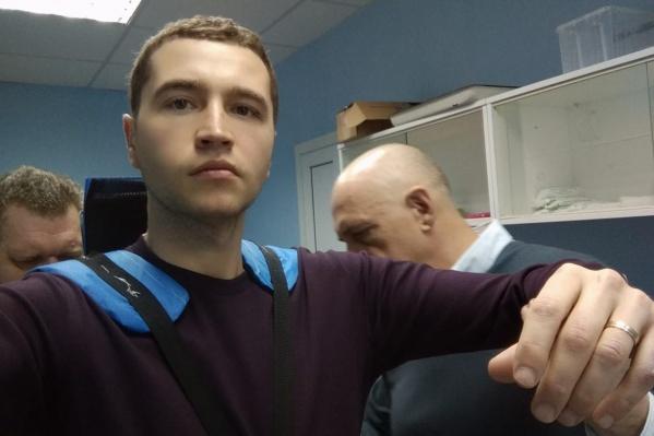 Вернуться к своим пациентам Алексею помогают профессор Воробьев и его коллега Федор Андрющенко