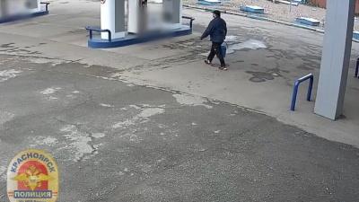 Как житель Черемушек готовился к чистке мусоропровода с помощью взрыва. Видео