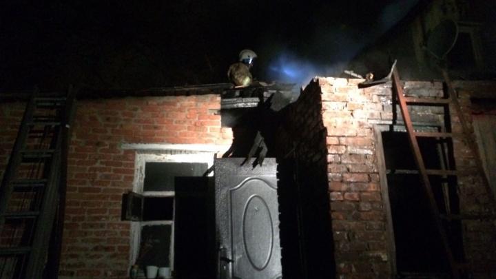 Погибли двое детей: в Шахтах сгорел частный дом