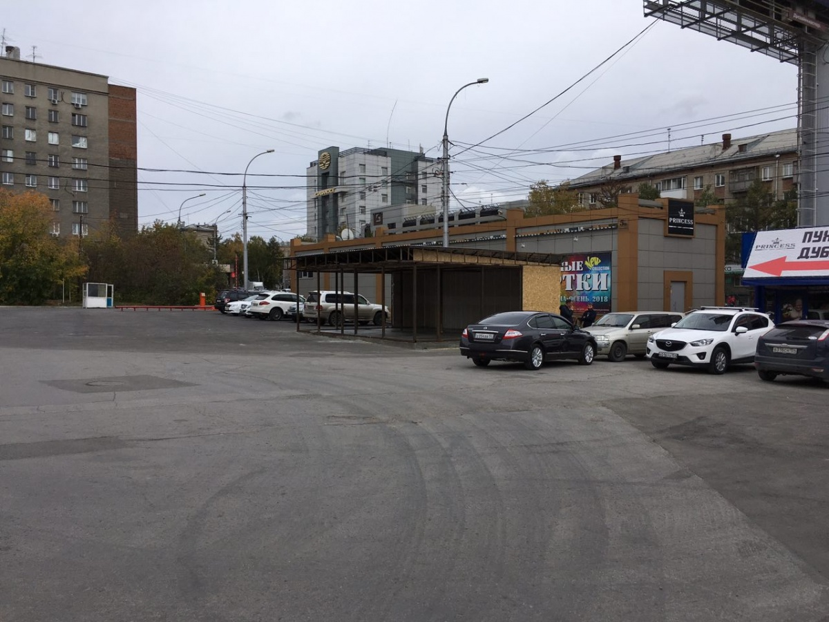 Парковка появилась на этом месте в августе