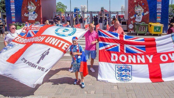 Волгоградцы разобрали на сувениры флаги фанатов Британии с«Волгоград Арены»