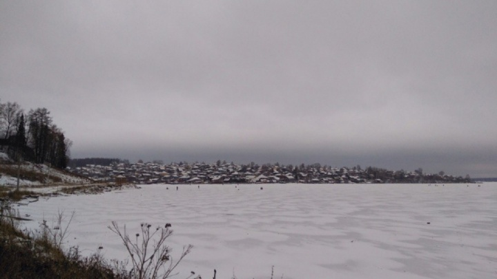 В Прикамье мужчина провалился на снегоходе под тонкий лед