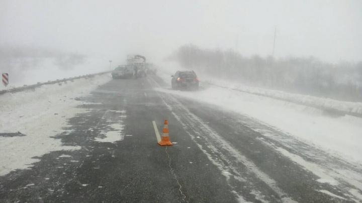 Будут сильный ветер и снег: на трассы в Волгоградской области надвигается опасный буран